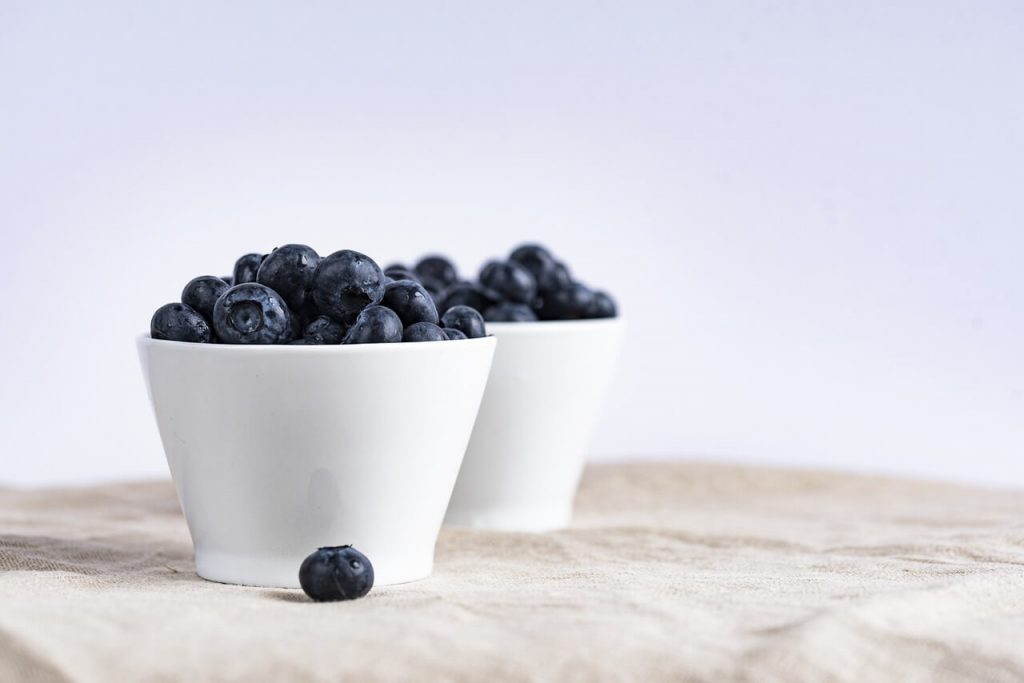 a cup of blueberries is low calory and good for fat loss
